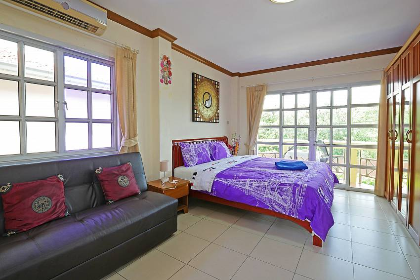 1. king size bedroom with couch at jomtien Villa Amiya in Pattaya