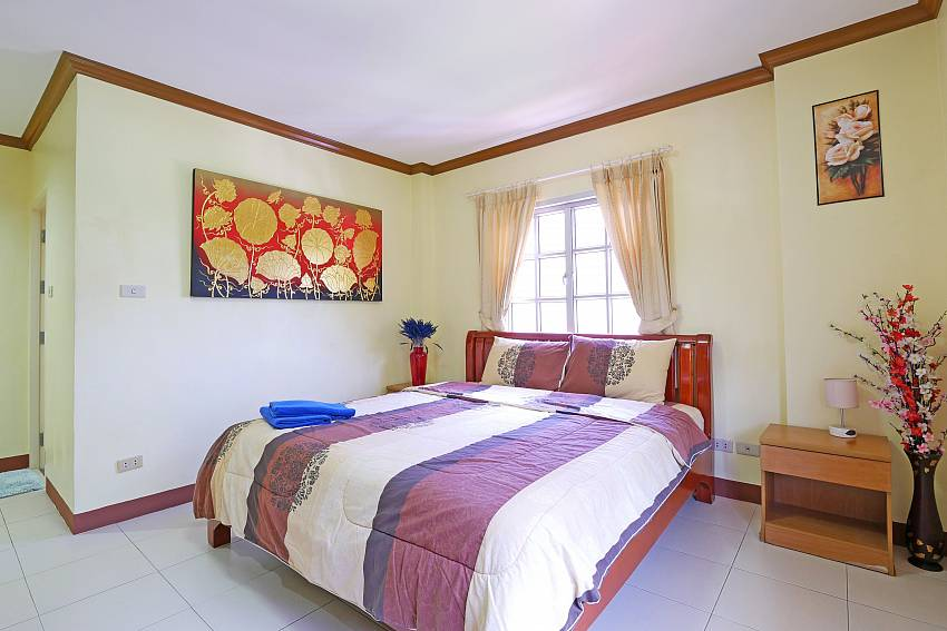 4. bedroom with king size bed in Villa Amiya south pattaya
