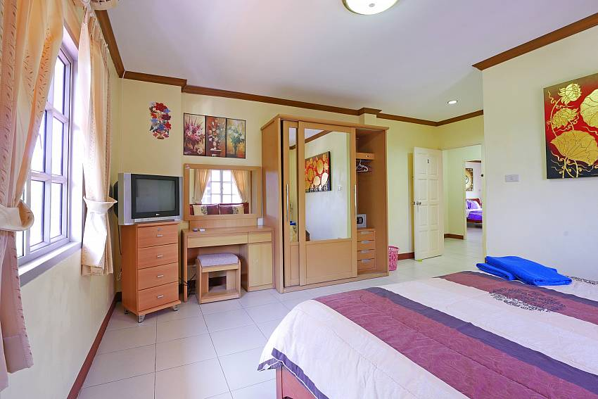 4. bedroom with tv at Villa Amiya Jomtien South Pattaya
