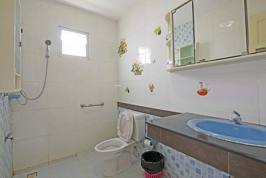 4. ensuite bathroom at South-Pattaya Villa Amiya