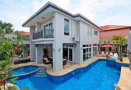 Baan Morakot | Modern 5-Bedroom villa with Large Pool near Jomtien Beach