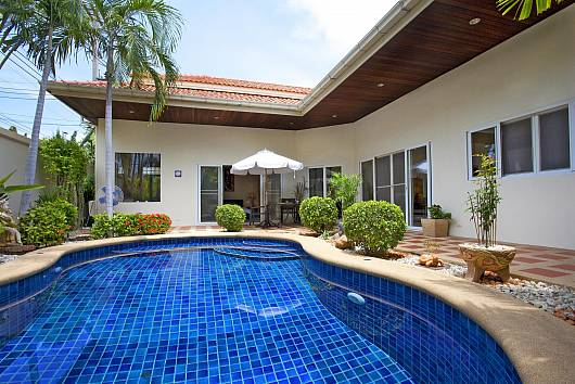 Rent Pattaya Villa: Baan Tawan 1, 2 Bedrooms. 6350 baht per night