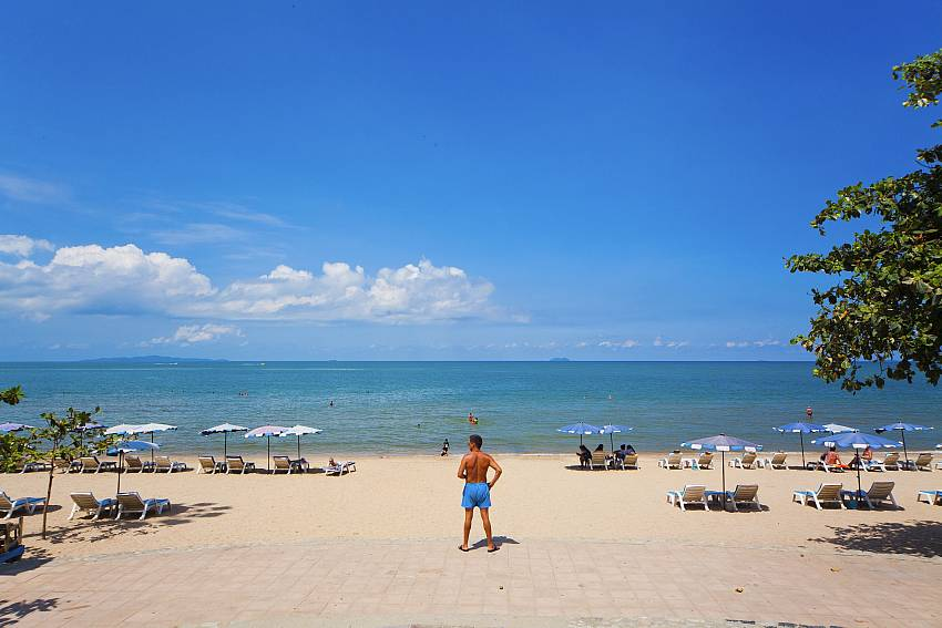 Cozy beach is close to Baan Tawan One on Pratumnak Hill Pattaya
