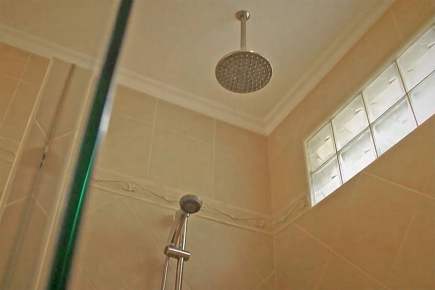 2 shower head at the bathroom in Baan Tawan One South Pattaya