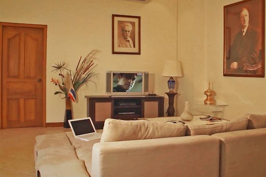 Lounge with sofa and TV at Baan Tawan One South Pattaya