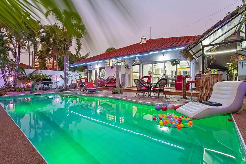 Summer Palms Villa | Homely 4-Bedroom villa with Large Pool in Pattaya