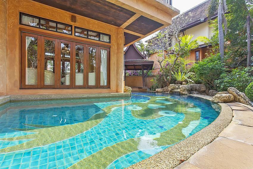 Lotus Breeze Villa | 4 Bedrooms Traditional Thai Villa in Na Jomtien