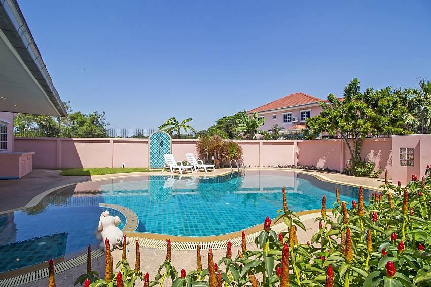 Villa Loma | 4 Bedrooms Large Pool Villa near Jomtien Beach