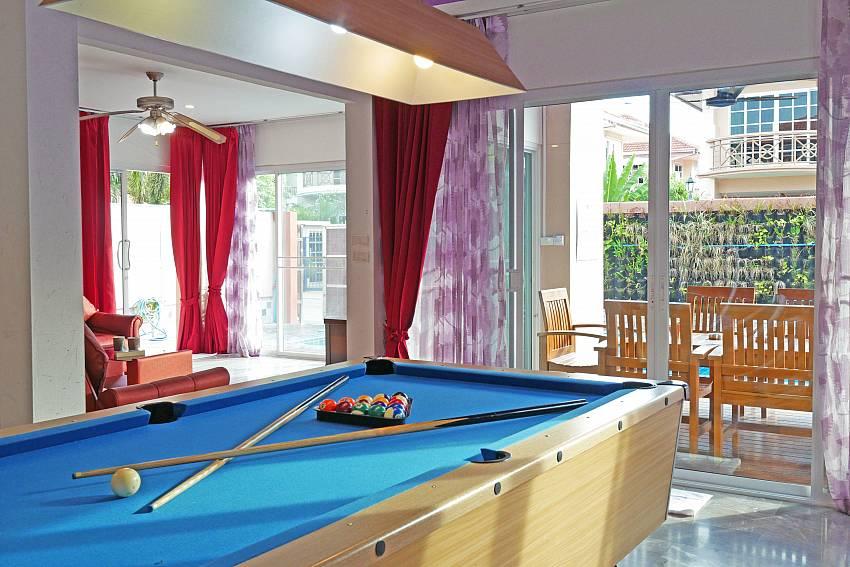 Villa Sunshine | 7 Bedroom Villa sleeps 17 in Jomtien Beach