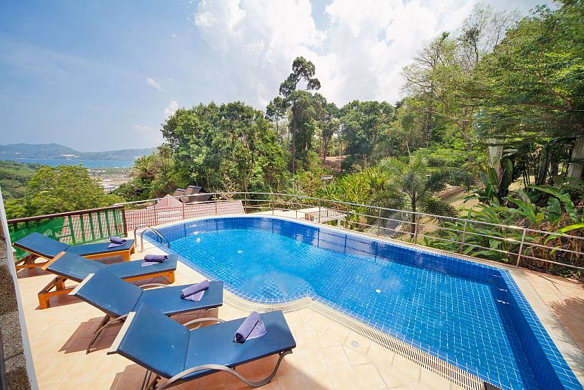 Patong Hill Estate Five | 5 Betten Pool Villa mit Meerblick in Patong Phuket