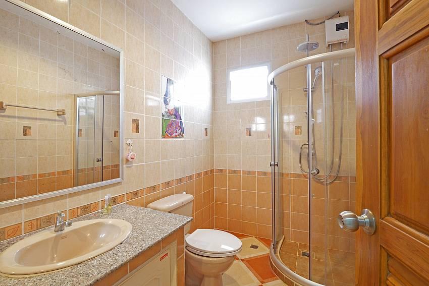 Baan Yothaka   Spacious 5 Bedroom Pool Villa in Jomtien