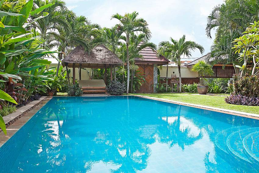 Pool and Thai Sala-baan-suan-far-sai_5-bedroom_luxury-pool-villa_jomtien_pattaya_thailand
