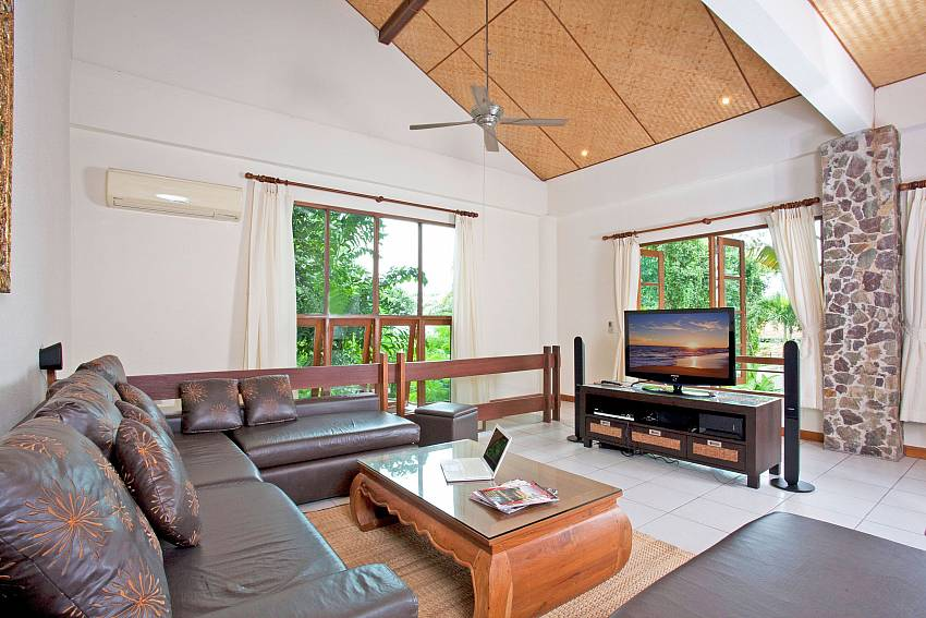 Upstairs Living room-baan-suan-far-sai_5-bedroom_luxury-pool-villa_jomtien_pattaya_thailand