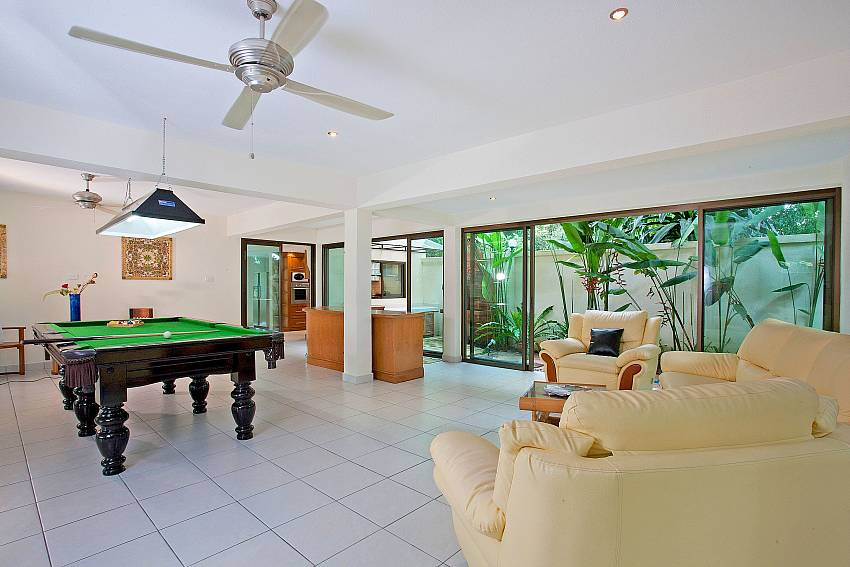 Downstairs Games Room-baan-suan-far-sai_5-bedroom_luxury-pool-villa_jomtien_pattaya_thailand