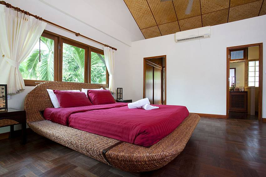 Master Bedroom-baan-suan-far-sai_5-bedroom_luxury-pool-villa_jomtien_pattaya_thailand