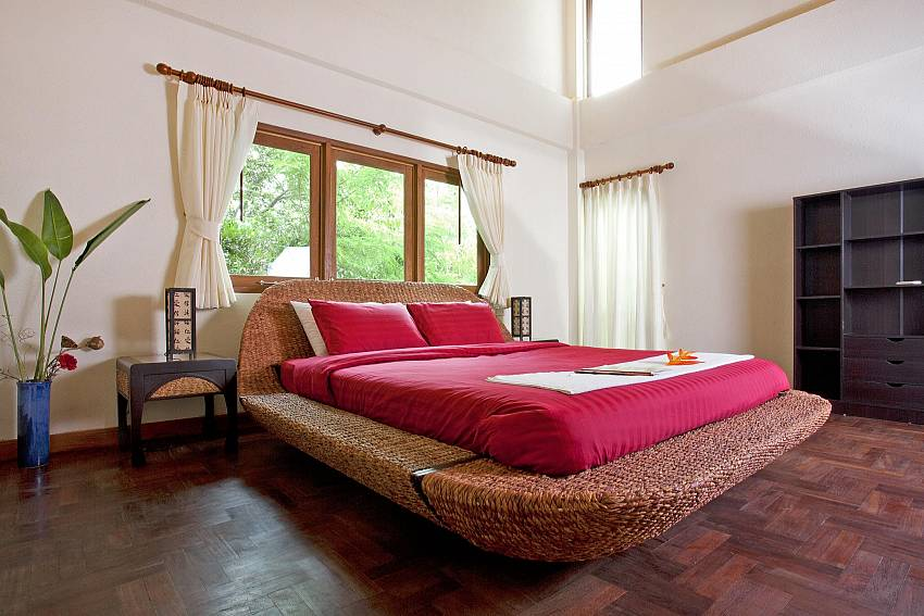 Second Master Bedroom-baan-suan-far-sai_5-bedroom_luxury-pool-villa_jomtien_pattaya_thailand