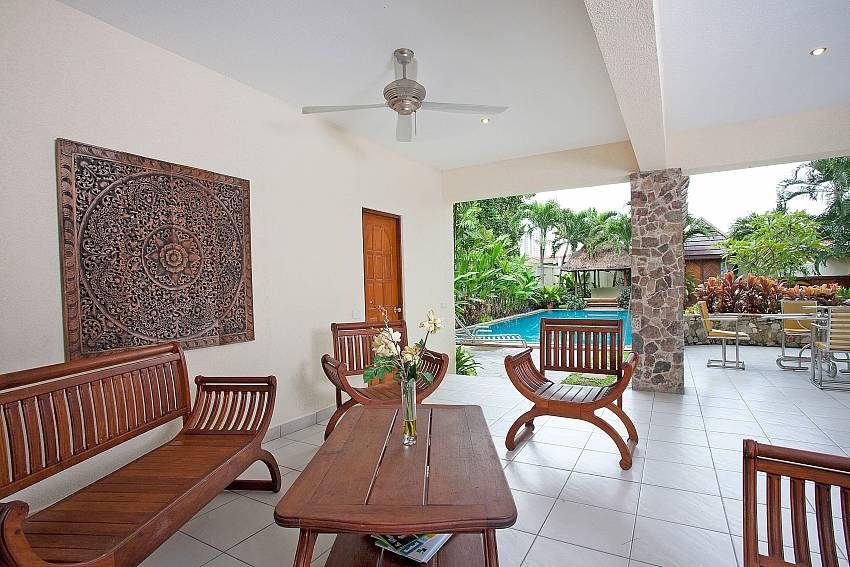 Outside seating Area-baan-suan-far-sai_5-bedroom_luxury-pool-villa_jomtien_pattaya_thailand