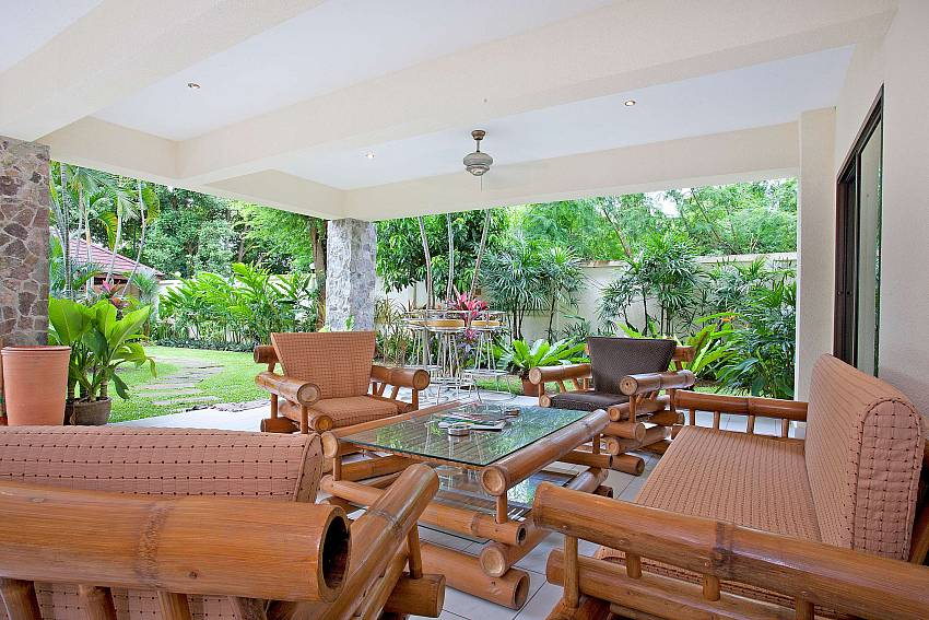 Main Outdoor Lounge-baan-suan-far-sai_5-bedroom_luxury-pool-villa_jomtien_pattaya_thailand
