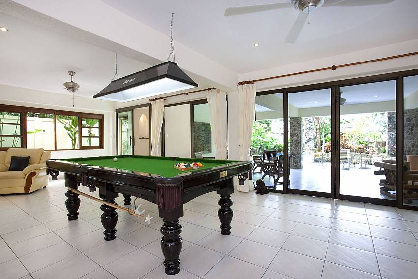 Enjoy a game of pool in Baan Suan Far-Sai Pattaya