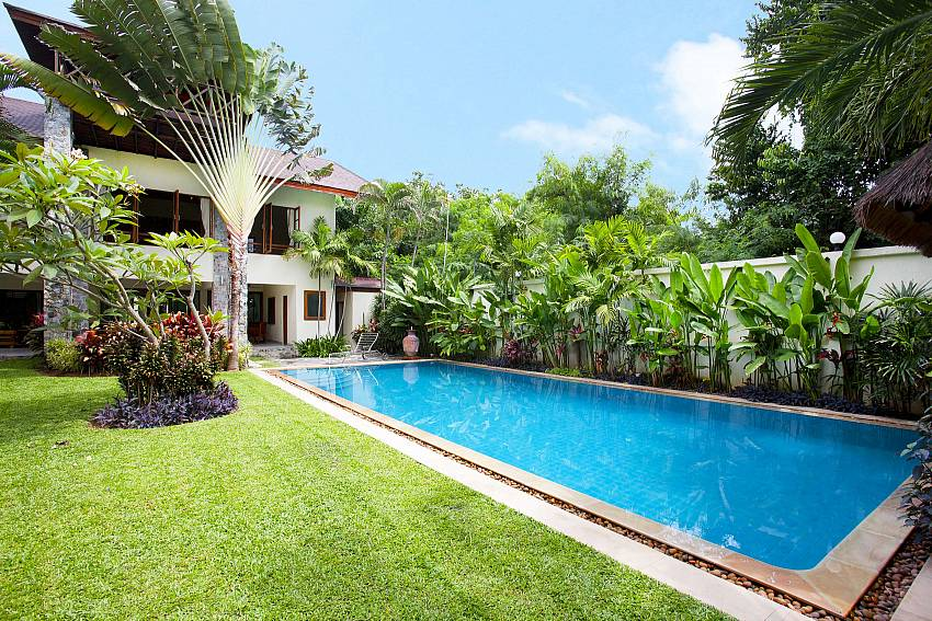 Magnificent garden and pool at Baan Suan Far-Sai Pattaya