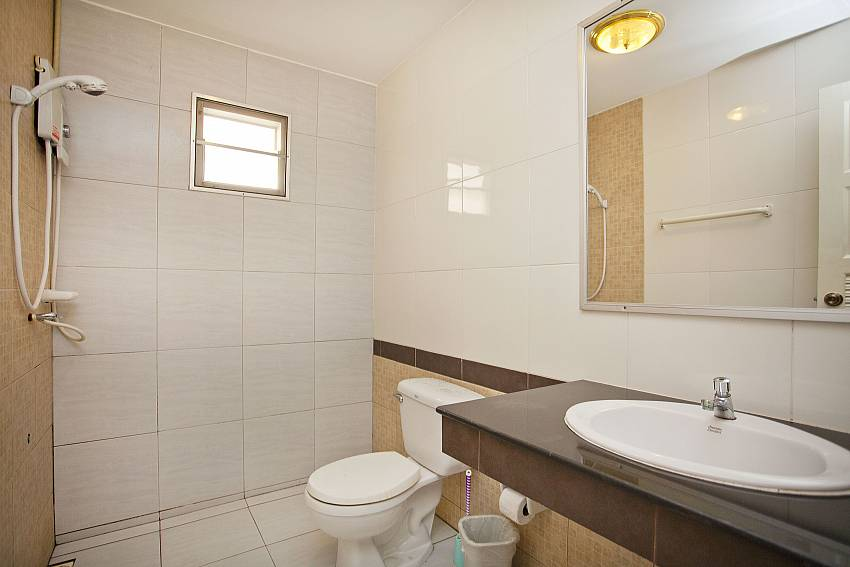 Bathroom-Baan Duai Chai_5 bedroom villa_Jomtien_Pattaya