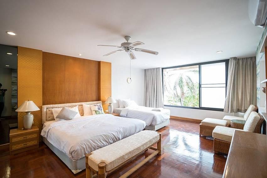 DJ Beachfront Villa   6 Bedroom Beachfront villa in Cosy Beach Pratumnak