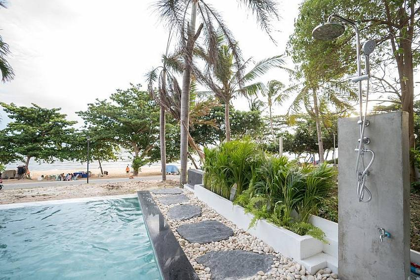 DJ Beachfront Villa | 6 Bedroom Beachfront villa in Cosy Beach Pratumnak