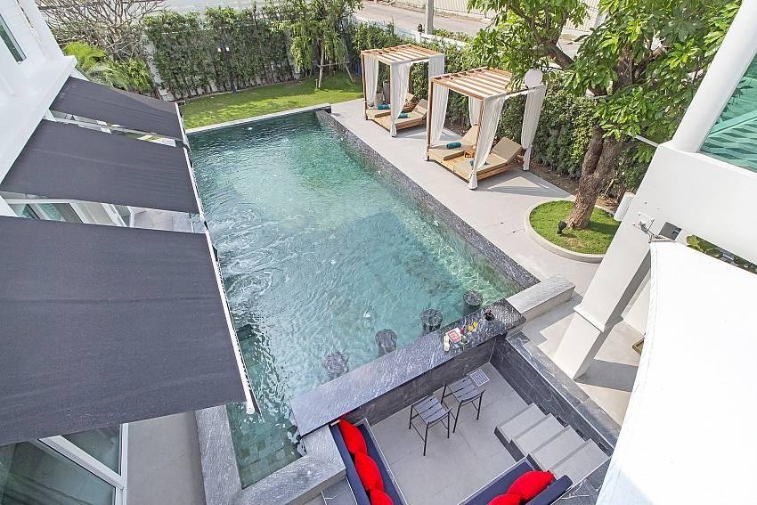 Chill & Chic 5   Luxury 5 Bedroom Pool Villa in East Pattaya