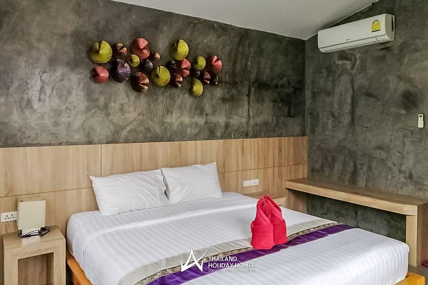 Debonair Grande 2 | Modern 6 Bed Pool Villa in Jomtien