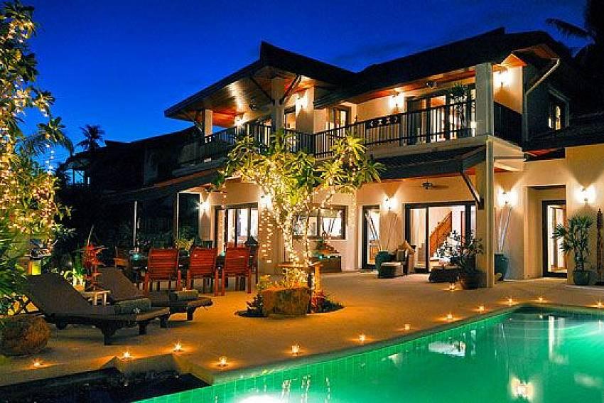 Villas in Kostaraynera on the beach to buy a VIP