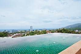 4 Bedroom Hillside Property With Infinity Pool at Karon Beach in Phuket