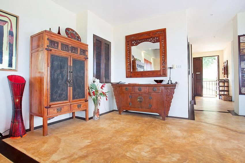 Interesting Thai Crafted Furniture Of Villa Samoot Sawan