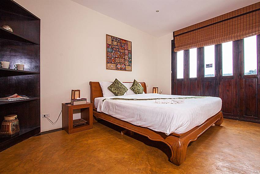 Kingsize bed in 2. bedroom of Baan Pa Nom above Karon beach Phuket