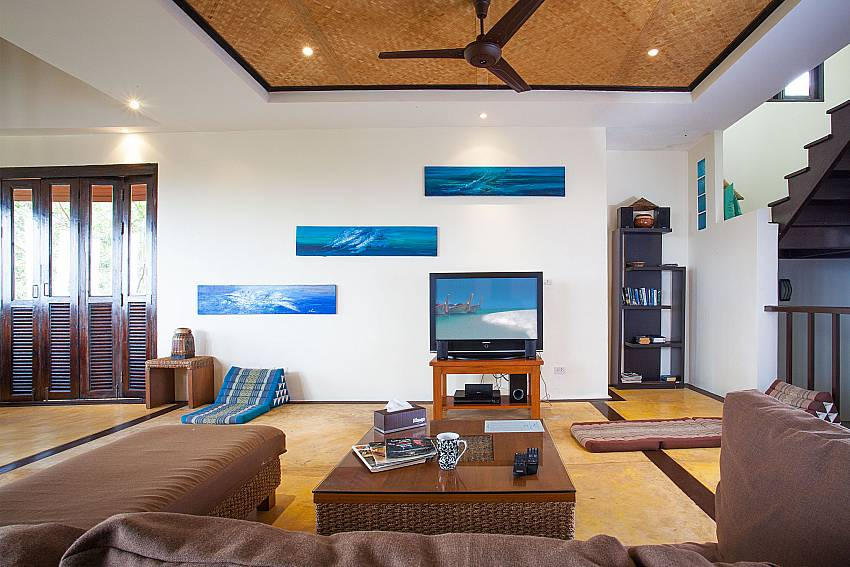 Living area with TV at Baan Pa Nom above Karon beach in Phuket