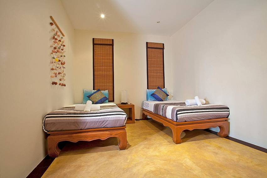 Twin Bedroom-baan-pa-nom_3-bedroom_hillside-villa_infinity-pool_karon_phuket_thailand