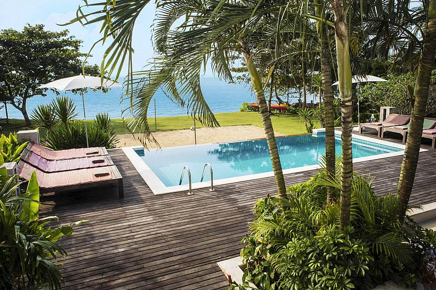 Private Pool on the Beach-baan-hat-kai-mook_4-bedroom_beachfront-private-pool-villa_koh-chang_thailand