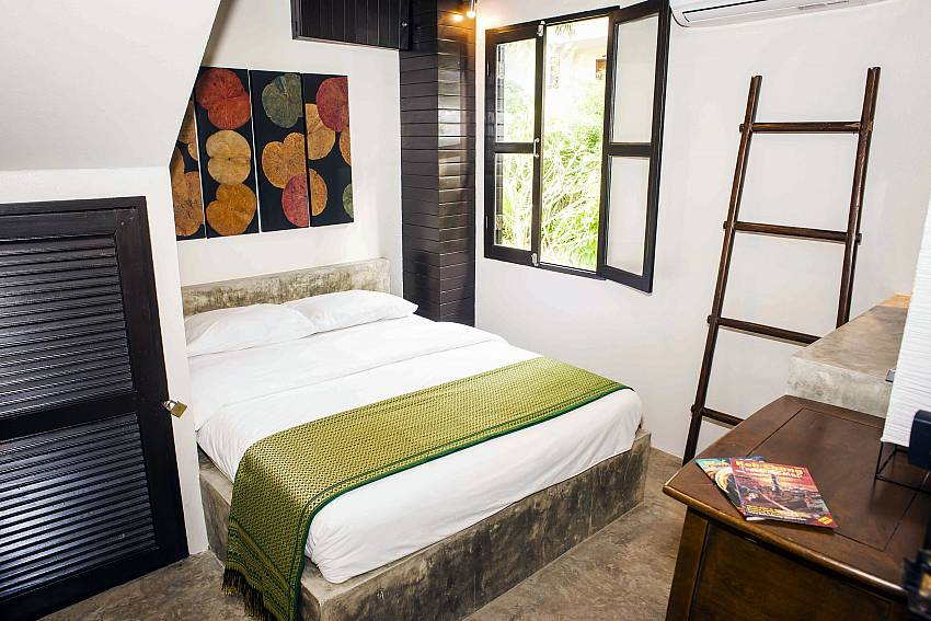 Bedroom 2-baan-hat-kai-mook_4-bedroom_beachfront-private-pool-villa_koh-chang_thailand