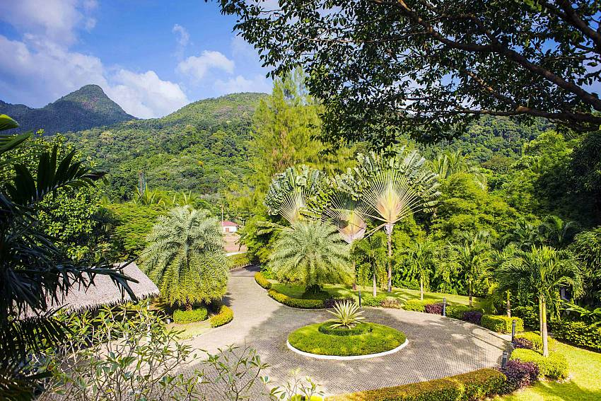 Access Road-baan-hat-kai-mook_4-bedroom_beachfront-private-pool-villa_koh-chang_thailand