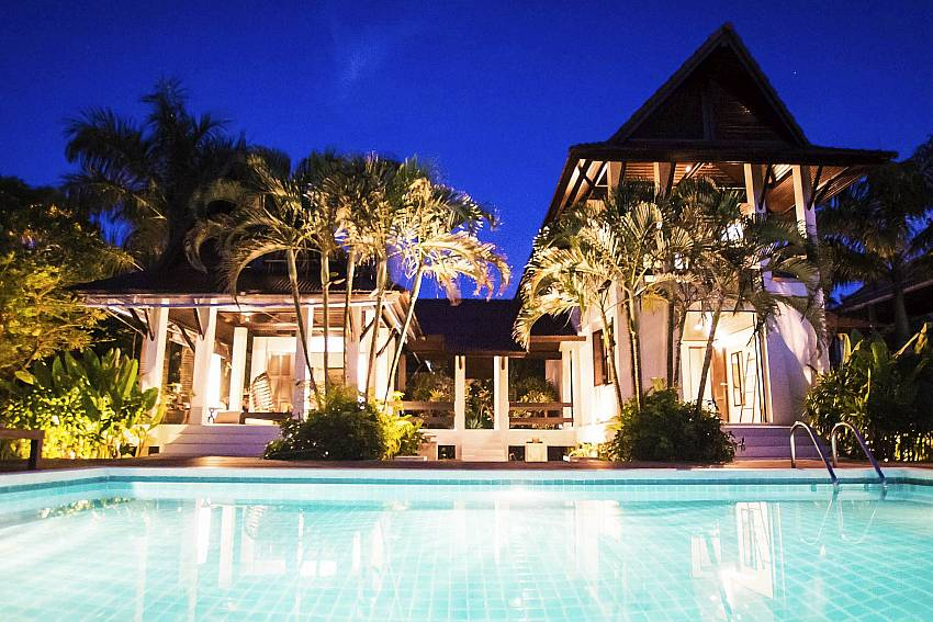 Paradise Villa at Night-baan-hat-kai-mook_4-bedroom_beachfront-private-pool-villa_koh-chang_thailand
