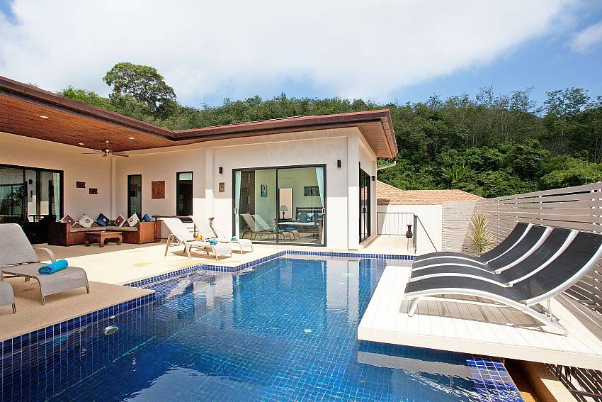Pool and sun-deck Island-villa-kaimook-andaman_6-bedroom_pool-villa_nai-harn_phuket_thailand