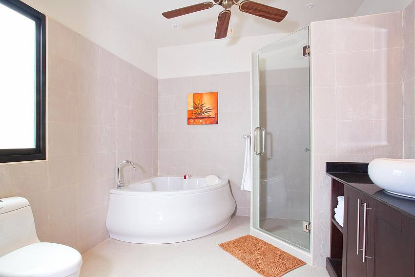 Bath tub in master bathroom of Villa Kaimook Andaman South Phuket