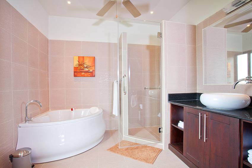 Master Bathroom-villa-kaimook-andaman_6-bedroom_pool-villa_nai-harn_phuket_thailand