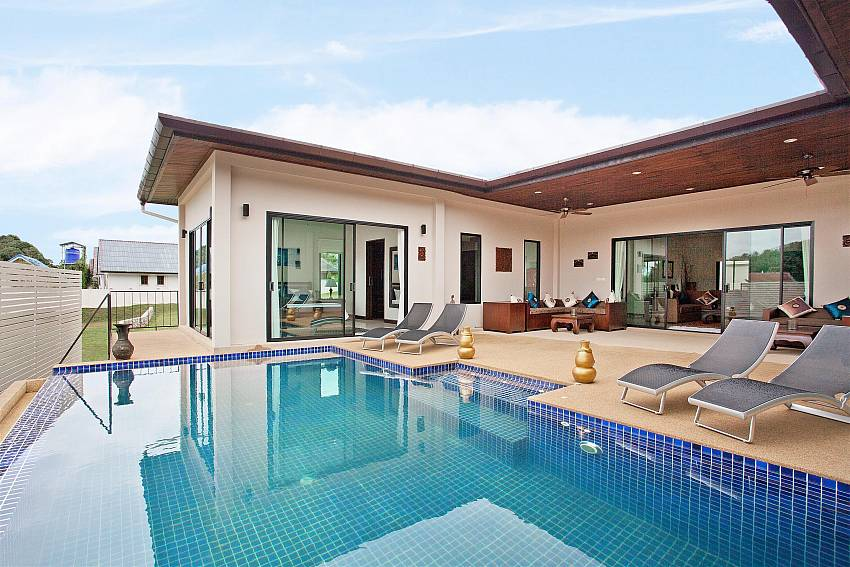Bedrooms and Lounge Overlook the Pool-villa-kaimook-andaman_6-bedroom_pool-villa_nai-harn_phuket_thailand