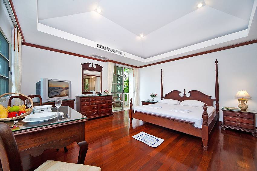 Master Bedroom-ruedi-villa_2+-bedroom_private_pool_kata-beach_phuket_thailand