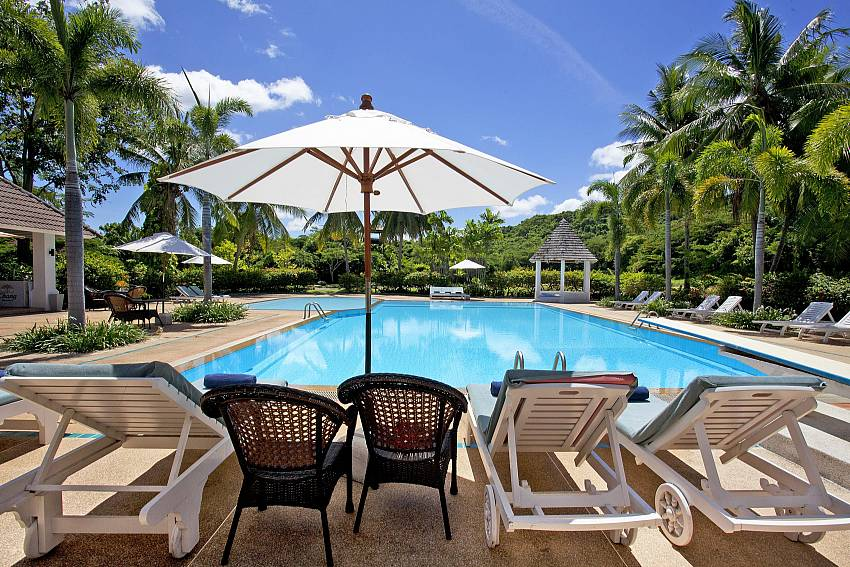 Poolside Luxury-Pattaya Luxury Villa-Buraran Suites