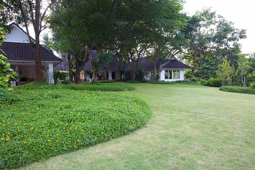 Resort Gardens-Pattaya Luxury Villa-Buraran Suites