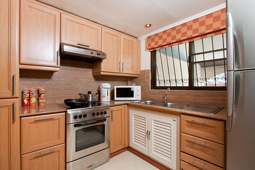 Compact Kitchen-nai-mueang-noi_2-bedroom_private-pool-villa_pattaya_thailand