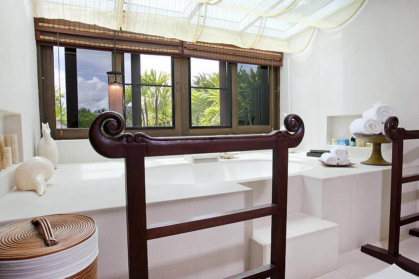 Very Spacious His and Hers Sinks-the-tamarind_9-bedroom_private-resort_private pool_sattahip_pattaya_thailand