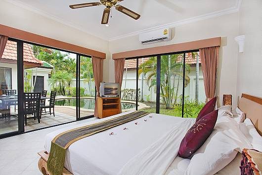 Rent Pattaya Villa: View Talay 2, 2 Bedrooms.  baht per night