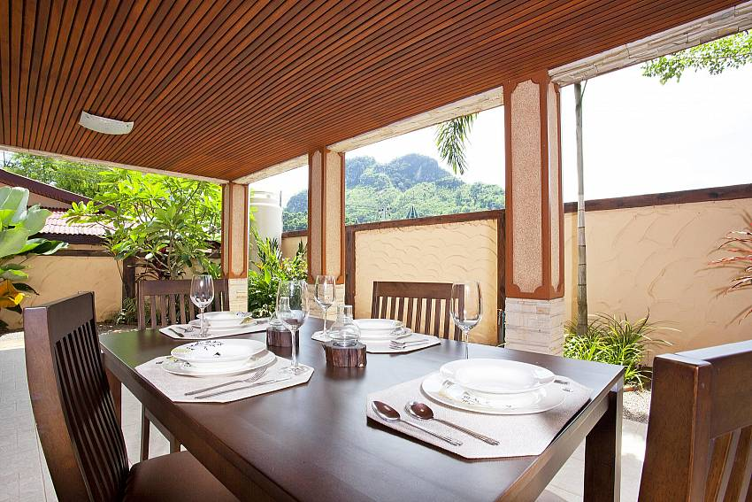 Al Fresco Dining_baan-sang-dow_2-bedroom-villa_communal-pool_ban-chong-beach_krabi_thailand